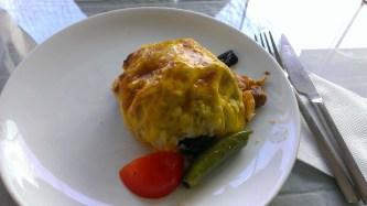 Otomanska kuhinja - Junetina sa krompirom, povrćem i začinima zavijena testom. Spolja