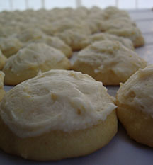 picture of iced ornage cookies