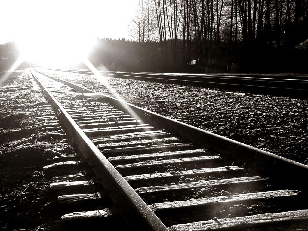 railroad-tracks-wallpaper-picture