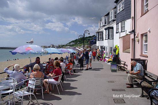Passeio a beira mar em Lyme Regis