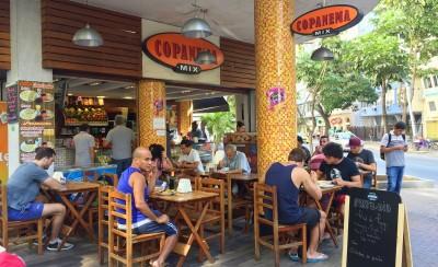 Copanema café, lige mellem de to strande