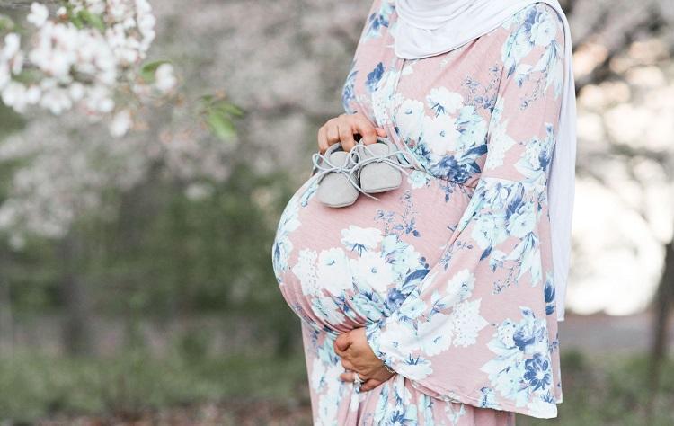 هل صيام الحامل يؤثر على الجنين؟