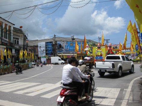 Geschmückte Straßenkreuzung