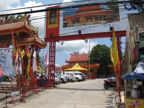 Für die Feierlichkeiten geschmückter chinesischer Tempel