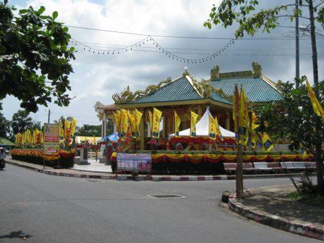 Saphan Hin Tempel mit Feiertagsschmuck