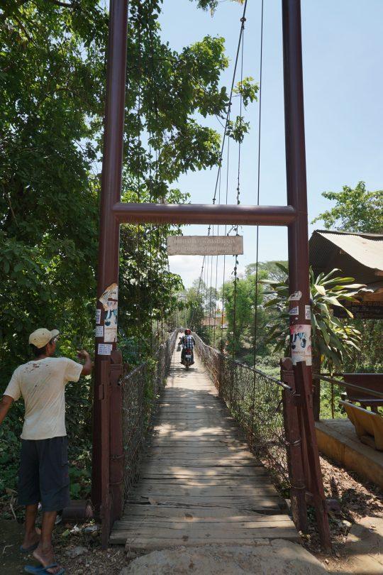 Hängebrücke am Sangkhae Fluss