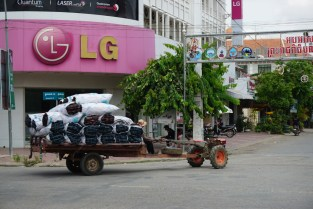 Transporter in Battambang