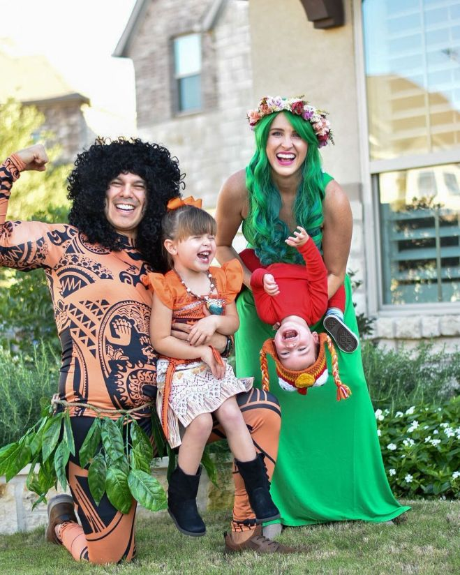 Moana family costume with Moana, Maui, Te Fiti, and Hei Hei
