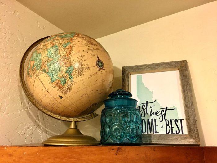 vintage globe Christmas gift ideas for female travelers