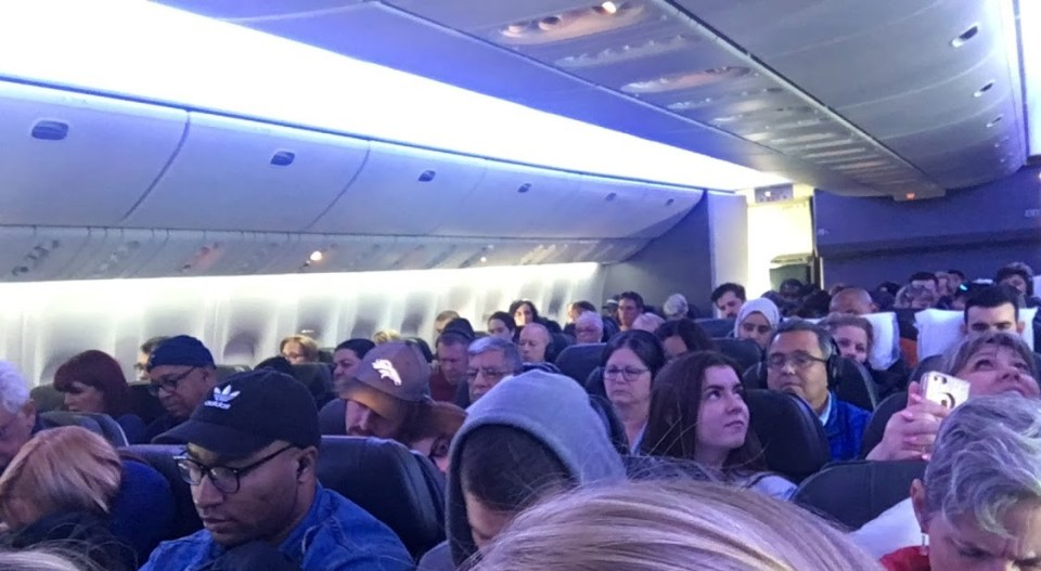 confusing things about travel crowded plane with people