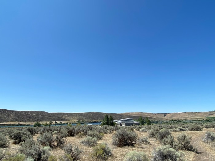 Snake River Three Island Crossing State Park visitors center