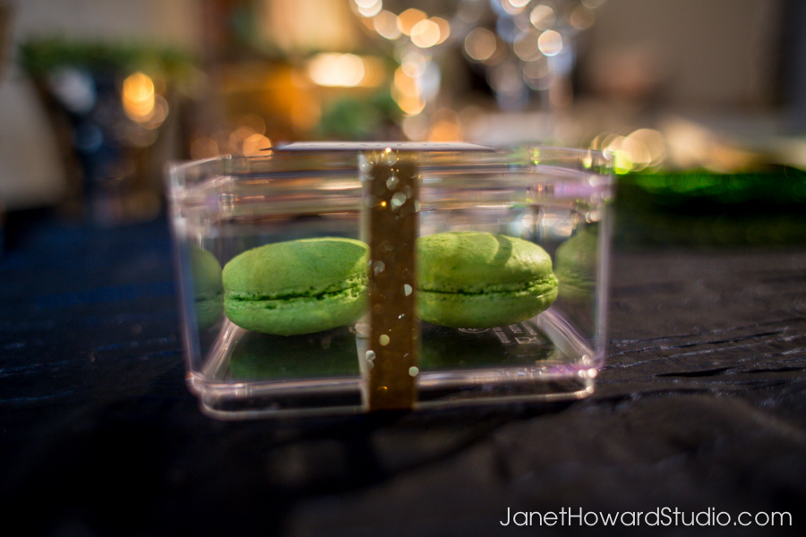 Favor macaroons by Sugar Style Events, stationery by hi note