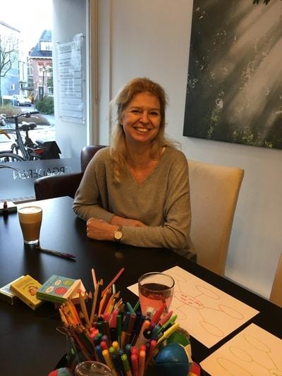 Onderwijskundige & Ontwikkelcoach Janette Kuipers in haar praktijk aan de Parklaan in Groningen