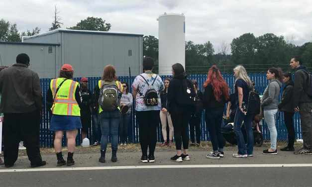 """""""That Vegan Couple"""" Joins Portland Animal Save At Slaughterhouse To Say Goodbye To Dairy Cows In their Final Moments"""