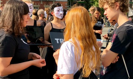 Amsterdam's Cube Of Truth Draws Crowds Of Open-Minded Onlookers, Inviting Them Into Life-Changing Conversations!