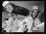 Russell Lee: Negro musicians playing accordion and washboard in automobile. Near New Iberia, Louisiana. 1938.