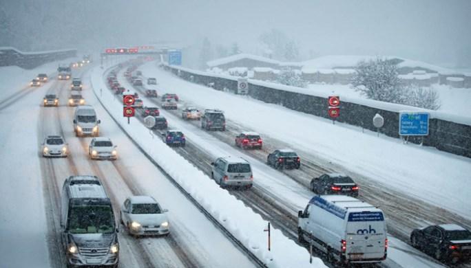 یورپ میں شدید برف باری، زندگی درہم برہم، 28افراد ہلاک