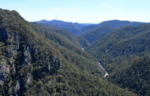 leven-canyon-river