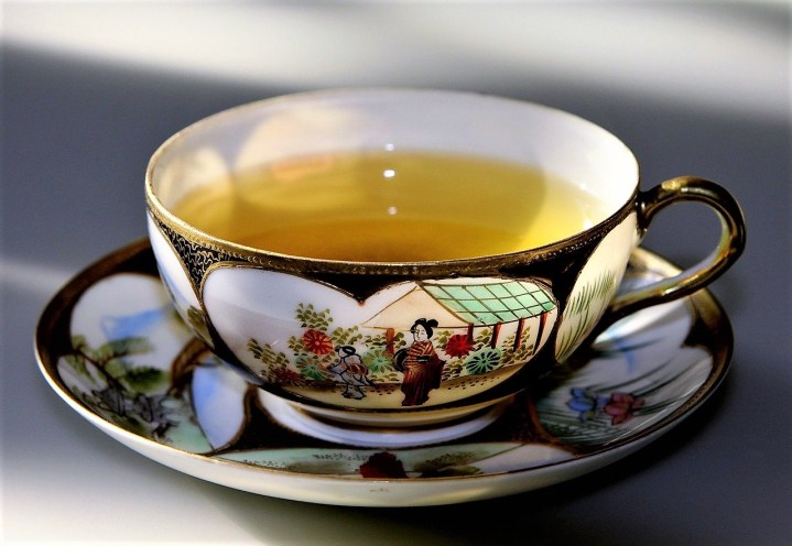 Green tea contains L-theanine for calm and concentration