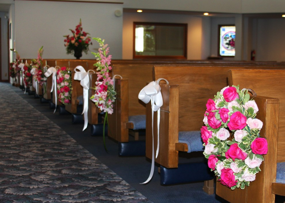 ceremony flowers, pew decorations, pink, wedding flowers, wreath, white bow, lake of the ozarks, weddings, osage beach, lake ozark, camdenton, janine's flowers