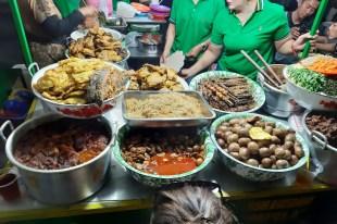 Poza tym wiecie... jedzenie na ulicy łączy ludzi!