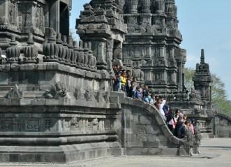 Miejscowych turystów nie brakuje. Nic dziwnego, bo to jeden z największych hinduistycznych kompleksów świątynnych na świecie.