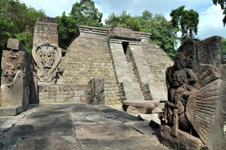 Na samej górze stał niemal dwumetrowy lingam, który niestety przeniesiono do muzeum.