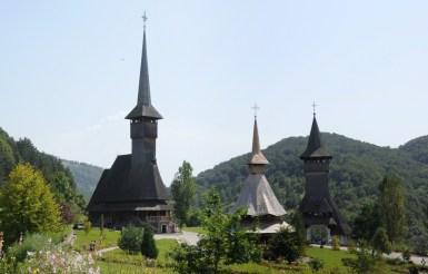 """Barşana, """"nowy"""" klasztor. Ta najwyższa to Biserica Dwunastu Apostołów - najwyższa drewniana wieża budowli drewnianej (56m)."""