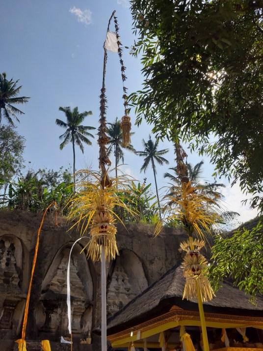 Pejary dają sygnały dla bogów, że w świątyni coś się ku ich czci dzieje.