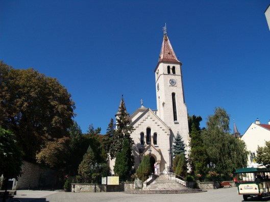 Plac Kossuth Ter. Kościół katolicki z początku XX wieku.