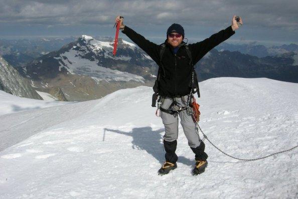 Czekan i telefon - podstawowe wyposażenie współczesnego alpinisty :) Pigne d'Arolla (3796).