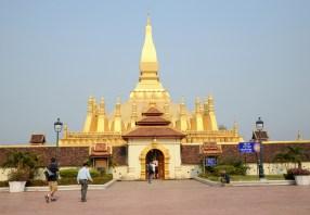 Pha That Luang, najważniejszy laotański symbol buddyzmu, wg legendy buddyjscy misjonarze z Indii przybyli tu ok. IIIw i zbudowali stupę dla relikwii - kości Buddy.