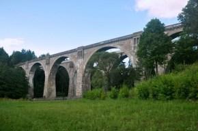 W 1945 r. wojska radzieckie potraktowały linię kolejową jako łup wojenny i rozebrały tory wiaduktów.