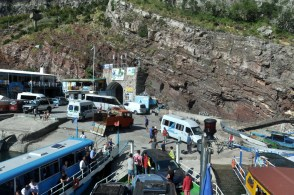 Ten chaos to odprawa promowa w Komanie. Albańczycy świetnie sobie radzą z ogarnianiem rzeczy nie do ogarnięcia.