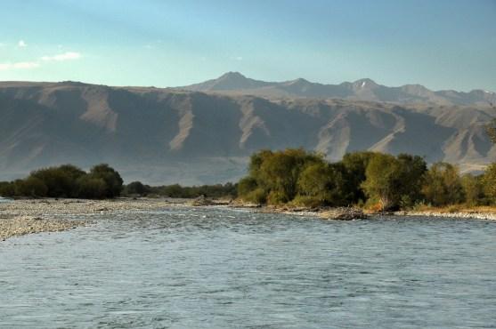 Rzek też nie brakuje. Tu rzeka Suusamyr.