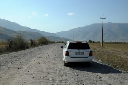 A potem wynajęliśmy auto. Nie to, które chcieliśmy i nie tam, gdzie zarezerwowaliśmy, ale lepiej na tym wyszliśmy. Toyota Highlander.