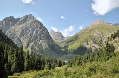 Widok na dolinę Aju Tor.