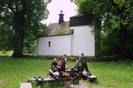 Jest to jedna z nielicznych murowanych cerkwi w Niskim. Dach jednak jest drewniany, kryty gontem.