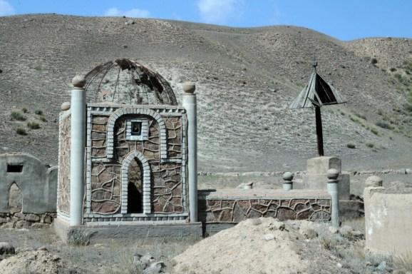Kolejny cmentarz na odludziu.