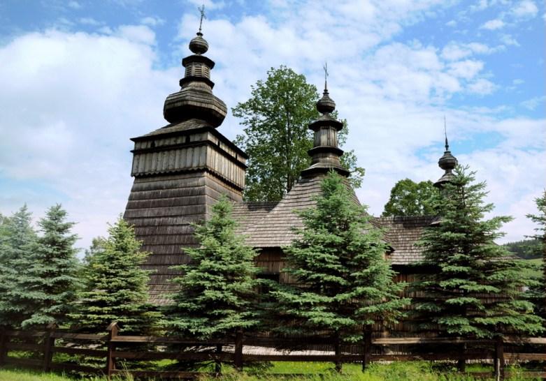 Innego dnia, po drodze: Skwirtne. Dawna łemkowska cerkiew greckokatolicka św. Kosmy i Damiana. 1837.
