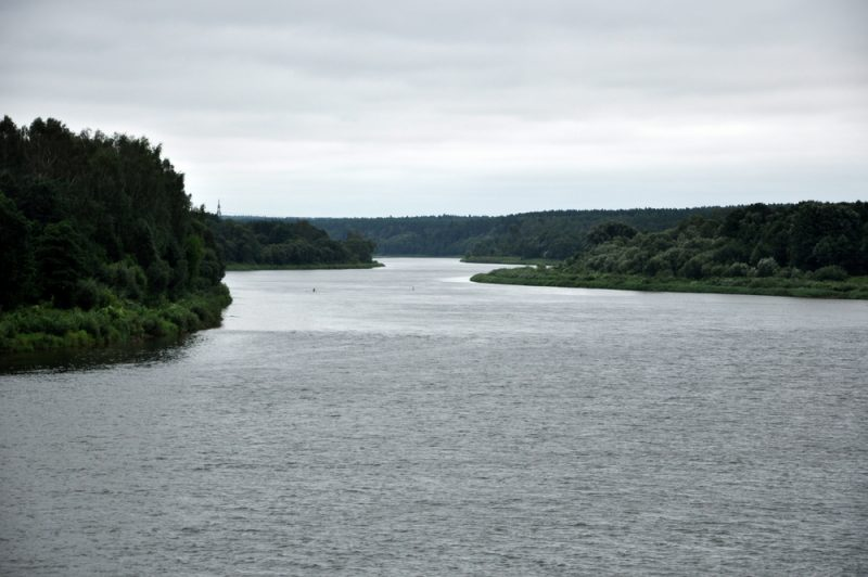 Niemen (Nemunas) ma długość 937 km. Wypływa z okolic Mińska, uchodzi do Morza Bałtyckiego. Przepływa przez Białoruś, Litwę i Rosję. Meandry Niemna w okolicach Birsztan.