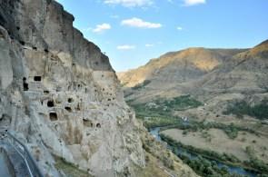 To co widać to tylko 1/3 oryginału. 2/3 skały odłupało się na skutek trzęsienia ziemi w 1283 roku.
