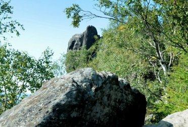 Charakterystyczny szpic. Božanovsky Špičak to najwyższa kulminacja skalna Broumovskych Sten.