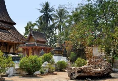 """Maleńka biblioteka Tripitaka terenie watu. Tripitana to tzw. """"Trzy kosze"""" - pisma kanonu buddyzmu theravada."""