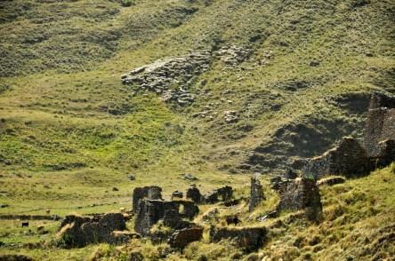 Ruiny, owce i soczysta zieleń. Kwintesencja Kaukazu.