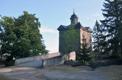 Hvezda, Gwiazda lub Policka Góra (674 m). Charakterystyczna kaplica na szczycie.