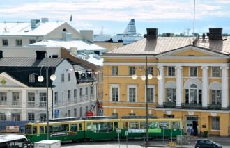 Helsinki mają niską zabudowę. Niektórzy się śmieją, że najwięcej pięter mają ekskluzywne promy cumujące w centrum.