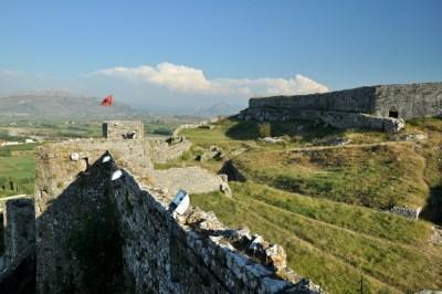 Mury, które zachowały się do dziś, pochodzą głównie z XIV w.