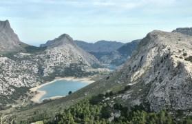 Jezioro Cuber i w dali Gorg Blau.