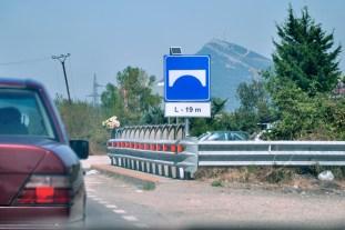 Kolejne zdjęcie neutralne i zapowiedź zmiany tematu. Swoją drogą, w kraju, gdzie na potęgę straszą bunkry, ten znak średnio się kojarzy z mostem ;)
